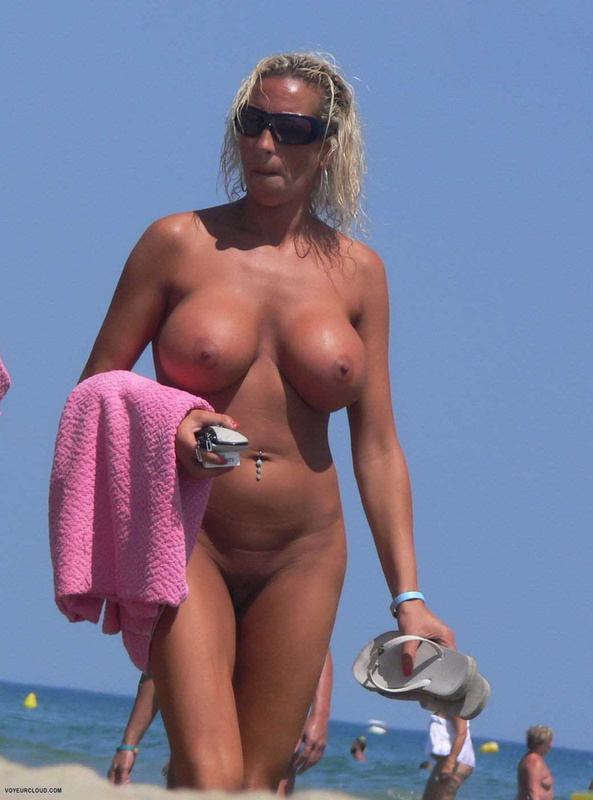Mature big tits at beach pics Mature Mom With Big Tits At The Beach Nude Photo